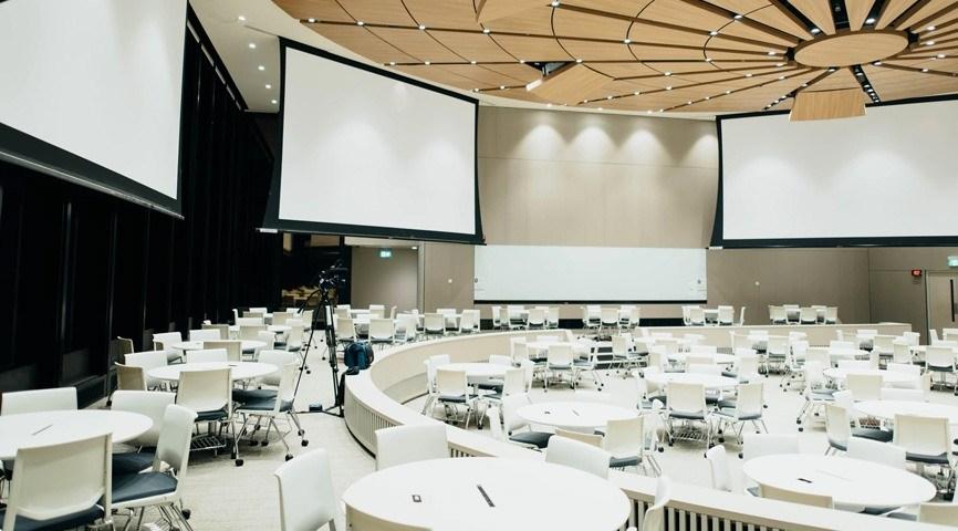 Светлый конференц-зал